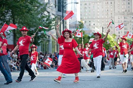 圖說:溫哥華150週年國慶大遊行中,遊行隊伍各顯風采。(攝影:大宇/大紀元)