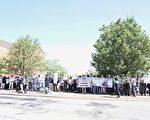 7月3日早上10点前,至少两百名华人到现场集会,要求还莹颖及家人正义。(温文清/大纪元)