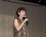 图:美南大专校联会会长谢家凤宣布将在下半年举行多个重大活动。(易永琦/大纪元)