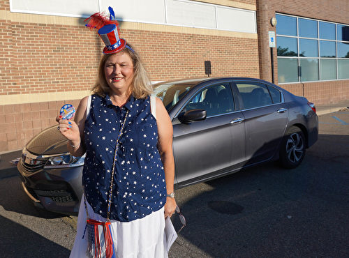 """已经连续16年担任游行委员会的主席 Debbie Wooley女士表示,这是他们举办的第85届""""美国独立日""""游行庆祝活动,它是一个里程碑。(林慧心/大纪元)"""