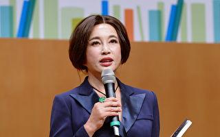 劉曉慶21日現身香港書展,並主持講座題為「笑對生命落差,不怕從頭再來」。(宋碧龍/大紀元)