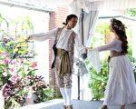 法国文化节,纽约巴洛克舞蹈队身着18世纪法国服饰,在表演由法国作曲家菲利普·拉莫(Philippe Rameau)创作的《幸福的圣殿》(The Temple of Happiness)。(周翰音/大纪元)