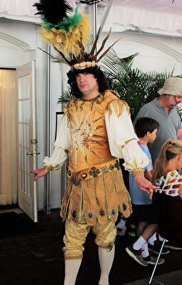 身穿太陽圖案芭蕾舞服的「法國國王路易十四」。(周翰音/大紀元)