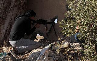 美国支持的叙利亚民主力量(SDF)在试图收复拉卡的战斗中,已经突破拉卡老城区的城墙。(Photo credit should read MOHAMMED ABDUL AZIZ/AFP/Getty Images)