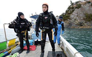 日本男年过半百学潜水 只为下海寻妻回家