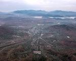 韓國非政府組織TJWG週三發表調查報告,首次曝光朝鮮金氏政權在全國各地公開殺戮和大規模埋葬被迫害者的地點。(ED JONES/AFP/Getty Images)
