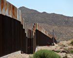 德州边境处的美墨边境墙。       (Photo  HERIKA MARTINEZ/AFP/Getty Images)