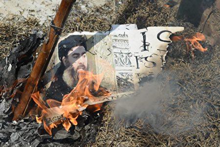 川普(特朗普)總統週六(7月22日)發推,指責《紐約時報》破壞美軍殺死IS頭子巴格達迪(Abu Bakr al-Baghdadi)的計劃。 (PRAKASH SINGH/AFP/Getty Images)