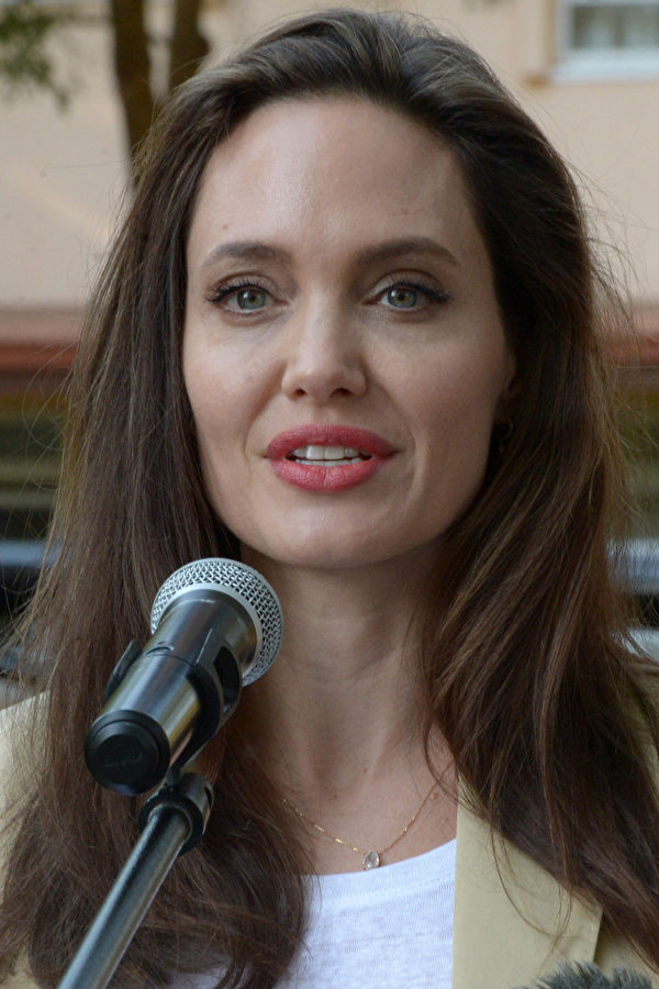 UNHCR Special Envoy Angelina Jolie, addresses International Peace Support Training Centre (IPSTC) staff and other attendees on June 20, 2017 in Nairobi during a training on the sexual violence prevention in conflicts. / AFP PHOTO / SIMON MAINA (Photo credit should read SIMON MAINA/AFP/Getty Images)
