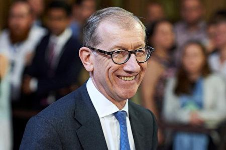 英國首相特雷莎•梅的丈夫菲利普•梅(Philip May)在銀行業工作,他也跟隨妻子來到漢堡。在會議期間的領導人配偶活動中,人們期待著他的出現,這樣默克爾的丈夫紹爾就不會是唯一的男性了。(WPA Pool/Getty Images)