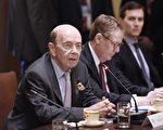 美國商務部長羅斯說,中國需要進一步向美國投資者和出口商開放市場,以便它們可以平等競爭。 (Olivier Douliery - Pool/Getty Images)