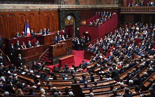 7月3日下午,法国总统马克龙在凡尔赛宫举行的国民议会和参议院联席会议上发表演说。(ERIC FEFERBERG/AFP/Getty Images)