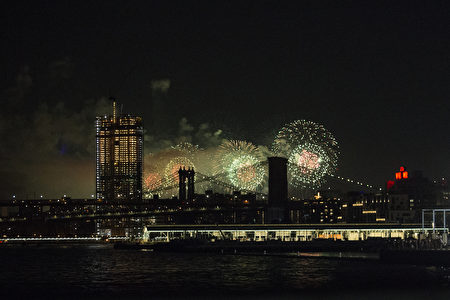 NEW YORK, NY - JULY 04: Fireworks are seen from the East River on the South Brooklyn route of a New York City ferry on July 4, 2017 in the Manhattan borough of New York City. This is the 41st annual display of the Macy's Fourth of July Fireworks. (Photo by Alex Wroblewski/Getty Images)