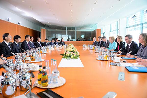 習近平於7月4日抵達德國進行國是訪問,7月5日於德國總理默克爾會談。(Michael Ukas - Pool /Getty Images)