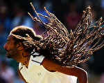 髮型比球技更吸引人。德國男選手布朗(Dustin Brown)的髮型跟蛇髮女妖美杜莎有一拼。(Clive Brunskill/Getty Images)
