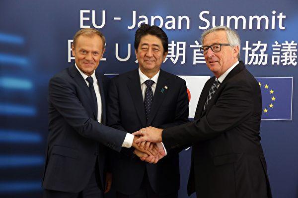 二十國集團(G20)峰會前,歐盟和日本歷經四年談判,本週四(7月6日)初步達成自由貿易協定。(FRANCOIS WALSCHAERTS/AFP/Getty Images)