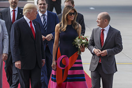 HAMBURG, GERMANY - JULY 06: U.S. President Donald J. Trump and the first lady Melania Trump are welcomed by Hamburg's Mayor Olaf Scholz as they arrive at Hamburg Airport for the Hamburg G20 economic summit on July 6, 2017 in Hamburg, Germany. Leaders of the G20 group of nations are meeting for the July 7-8 summit. Topics high on the agenda for the summit include climate policy and development programs for African economies. (Photo by Morris MacMatzen/Getty Images)
