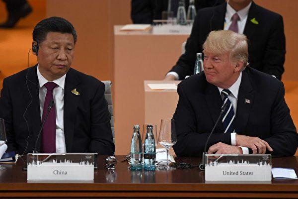 習近平與美國總統川普在2017年G20峰會最後一天,舉行雙邊會晤,同意在貿易和朝鮮問題上繼續合作。   (PATRIK STOLLARZ/AFP/Getty Images)