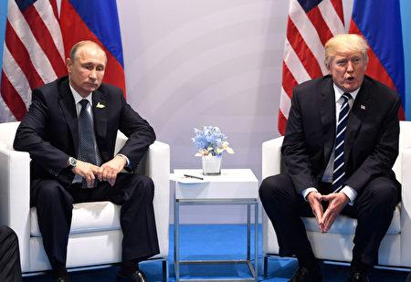 7月7日的G20會議上川普和普京首次會晤。(SAUL LOEB/AFP/Getty Images)