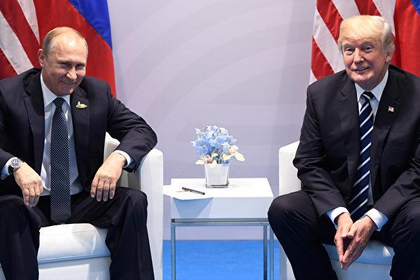 週五(7月7日),美國總統川普(特朗普)與俄羅斯總統普京在德國漢堡舉行的G20峰會上首次會面,此次會談備受國際關注。(Photo credit should read SAUL LOEB/AFP/Getty Images)