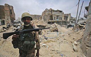 预计伊拉克部队再有几个小时就能够从IS手中完全收复摩斯尔。伊拉克军事发言人说,IS的防卫线正在崩溃。(AHMAD AL-RUBAYE/AFP/Getty Images)