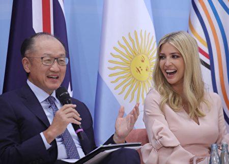 7月8日G20期間,美國第一女兒伊萬卡和世行行長金墉。(MICHAEL KAPPELER/AFP/Getty Images)