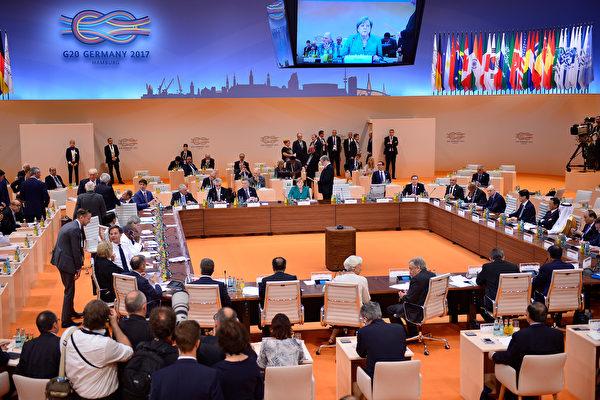 二十國集團(G20)峰會週五(7月7日)在德國漢堡登場,各國官員挑燈夜戰商討聯合公報,直到隔天凌晨2點,終克服歧見完成大部分內容,僅氣候變化議題尚待討論。(Thomas Lohnes/Getty Images)