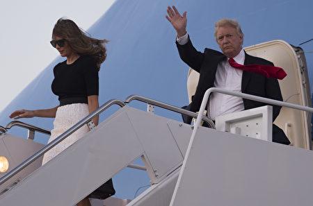 7月8日G20峰會結束,川普夫婦返回美國,抵達華盛頓。(SAUL LOEB/AFP/Getty Images)