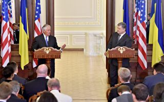 美國務卿蒂勒森週日(7月9日)對烏克蘭進行首次正式訪問。(Photo credit should read SERGEI SUPINSKY/AFP/Getty Images)