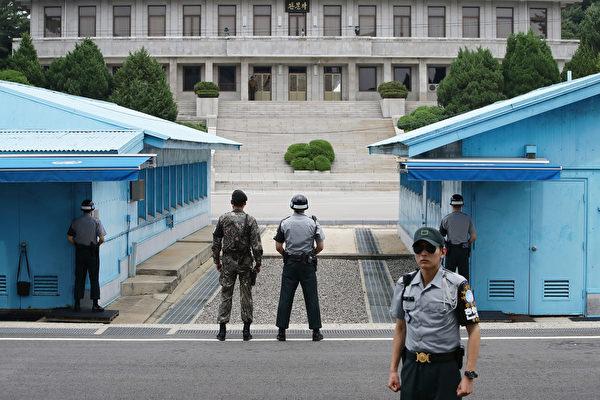 韩国国防部周一(7月17日)示,为了舒缓朝鲜半岛紧张局势,韩国愿意在周五(7月21日)和朝鲜在板门店边界(如图)举行会谈。(Chung Sung-Jun/Getty Images)