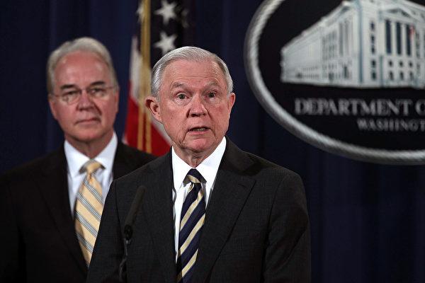美国检察官指控400多人参与健保欺诈和阿片类药物欺诈,虚假账单总额达到13亿美元。司法部长塞申斯宣布这项指控。 (Alex Wong/Getty Images)