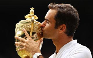 瑞士网球名将费德勒于7月16日夺得温网男单冠军。赢得第8冠让费德勒创下温网纪录。(Clive Brunskill//Getty Images)