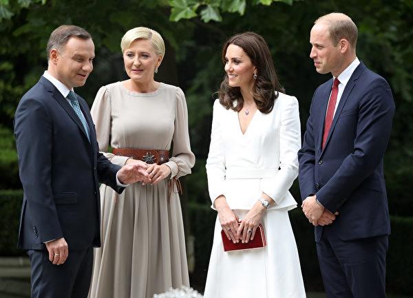 7月17日抵達波蘭後,威廉王子夫婦在總統府與波蘭總統夫婦會晤。(Chris Jackson - WPA Pool/Getty Images)