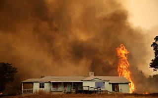 截至7月23日,加州中部馬里波薩縣的野火仍然沒有得到控制。(Justin Sullivan/Getty Images)