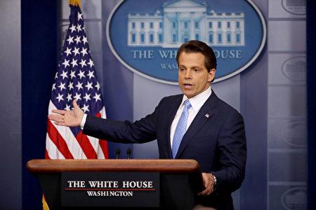 白宮新通訊主任斯卡拉穆奇(Anthony Scaramucci)週六上午接受布萊特巴特(Breitbart)新聞專訪時表示,新工作的挑戰是應對假新聞及實踐川普的競選諾言。 (Photo by Chip Somodevilla/Getty Images)