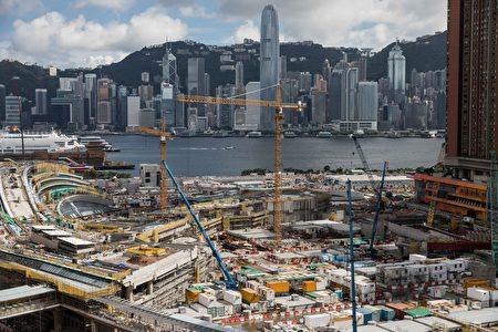 香港政府计划将西九龙火车站的一部分租赁给中共,允许中共警察执行大陆法律,再次引发人们对香港失去自治权的担忧。( DALE DE LA REY/AFP/Getty Images)
