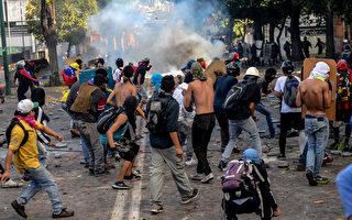 委內瑞拉總統馬杜洛決定在7月30日舉行制憲全民公投,反對派週三(7月26日)展開為期48小時的大規模抗議活動。(FEDERICO PARRA/AFP/Getty Images)