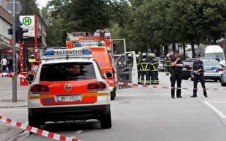 7月28日下午,德國漢堡一超市發生流血事件。一名面臨遣返的巴勒斯坦籍難民申請者持刀砍人,導致1死6傷。凶手精神不穩定,有極端化的跡象。其作案動機暫時不明。(MARKUS SCHOLZ/AFP/Getty Images )