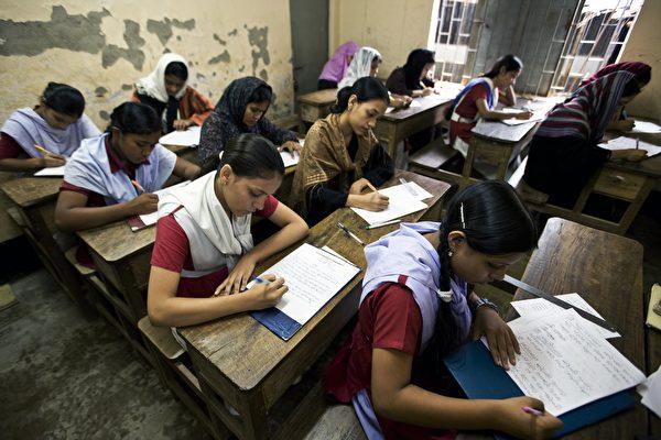 孟加拉国的农村女校。(Brent Stirton/Getty Images)