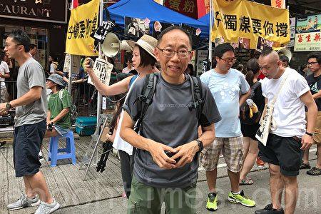 頭條新聞》飾演「太后」的吳志森認為香港要在「一國兩制」中不「走樣」,最理想是中國自己能夠實現民主改革。(王文君/大紀元)