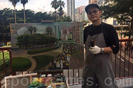藝術家Perry Dino在銅鑼灣天橋上繪畫七一遊行隊伍的情景。(梁珍/大紀元)