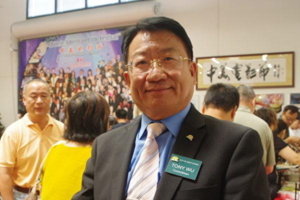 西柯汶納市(West Covina)首位華裔議員的吳桐淮(Tony Wu)。(劉菲/大紀元)
