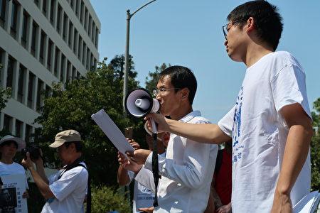 曾遭中共多次關押、飽受酷刑折磨的維權律師劉士輝,7月9日於洛杉磯中領館前發表首屆「中國人權律師節」演說。(徐綉惠/大紀元)