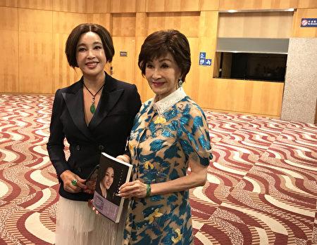 刘晓庆好友郑明明(右)作为嘉宾到场支持。(王文君/大纪元)