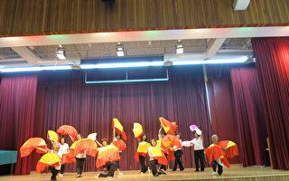 學員演出「歡慶佳節」舞曲。(北美洲臺灣婦女會多倫多分會提供)