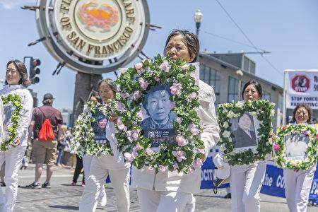 7月15日,舊金山灣區的法輪功學員在市區旅遊景點舉行大遊行,呼籲國際社會共同解體中共、制止迫害。(大紀元)