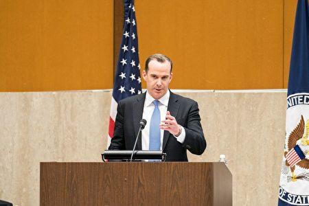美国总统特使麦吉尔克(Brett McGurk)表示国际社会已经开始对伊拉克的援助重心放在人道主义援助和战后恢复上。(石青云/大纪元)