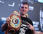 经过12个回合比拼,澳洲人霍恩点数获胜,夺得WBO次中量级拳王金腰带。(Chris Hyde/Getty Images)