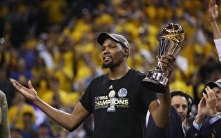 为NBA总冠军 杜兰特降薪近千万续约勇士