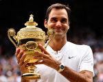 瑞士球王费德勒直落三盘击败克罗地亚名将西里奇,破纪录赢得个人第八个温网冠军。 (Clive Brunskill/Getty Images)